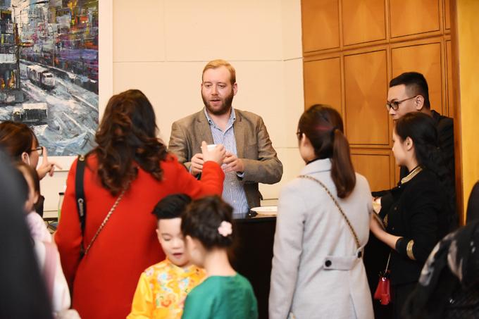 Ông xã ngoại quốc hỗ trợ Ngô Phương Lan tổ chức tiệc từ thiện - 1