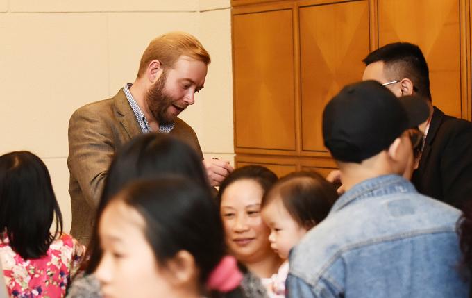 Ông xã ngoại quốc hỗ trợ Ngô Phương Lan tổ chức tiệc từ thiện - 2