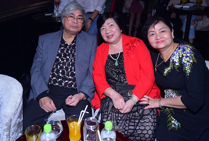 Bố mẹ Quang Hà rất tự hào về anh. Nam ca sĩ chia sẻ, gia đình luôn là điểm tựa và động lực để anh phấn đấu, thăng hoa với âm nhạc.