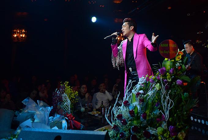Anh thể hiện nhiều ca khúc hit trong đêm nhạc. Quang Hà có thể biểu diễn nhiều dòng nhạc khác nhau từ pop ballad, dance tới bolero.