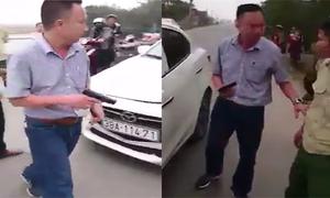Cãi nhau sau va chạm giao thông, tài xế rút súng dọa bắn dân