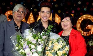 Quang Hà mừng sinh nhật bên bố mẹ và khán giả
