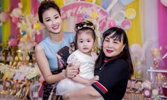Maya kỳ công tổ chức sinh nhật ngập sắc hồng cho con gái