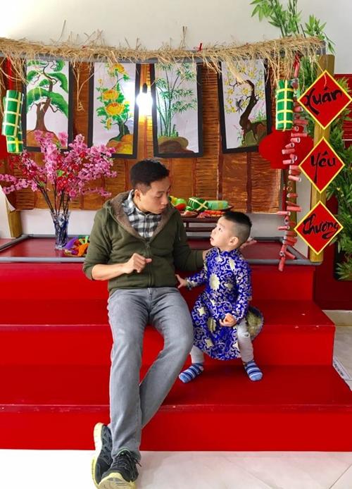 Anh Ngọc Lâm giúp con làm quen với tiếng Anh từ trong bụng mẹ.