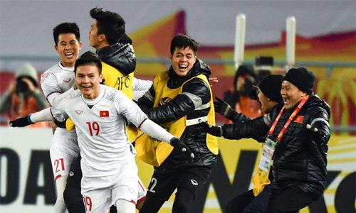 Niềm vui vỡ òa sau cú sút penalty quyết định của Văn Thanh
