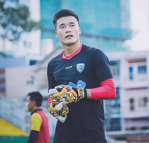 Thủ thành Tiến Dũng là người hùng của U23 Việt Nam trong cả hai trận tứ kết với U23 Iraq và U23 Qatar.