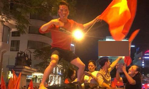 Mr Đàm mặc quần short 'đi bão' mừng U23 Việt Nam vào chung kết