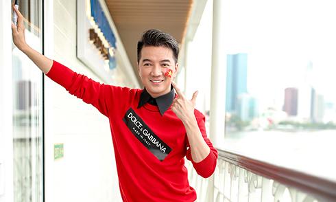 Đàm Vĩnh Hưng 'biến' họp báo thành buổi cổ vũ tuyển U23 Việt Nam