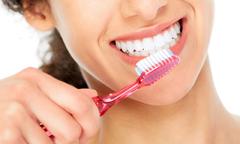 2 cách tẩy trắng răng tại nhà chỉ sau một đêm