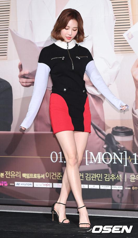 Góp mặt tại sự kiệnlà Yura của Girls Day. Trong phim, cô đóng vaiJin Tae Ri - một ngôi sao đã qua thời nổi tiếng và đang nỗ lực bằng mọi cách để lấy lại tên tuổi.