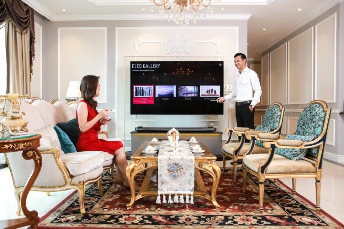 TV OLED siêu mỏng: Gu nội thất tinh tế của vợ chồng Đan Lê- Khải Anh - 2