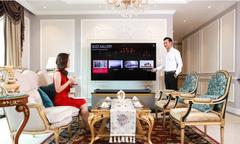 Đan Lê, Khải Anh mê mẩn TV LG OLED Signature W7