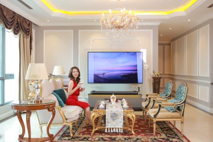 Nói về phòng khách trong mơ, Đan Lê chia sẻ cô bị chinh phục bởi sự phối hợp nhịp nhàng giữa các tông màu trung tính, tạo cho không gian một nét đẹp hài hòa mà vô cùng tinh tế.