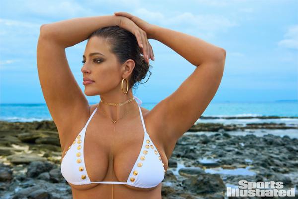 3. Là mẫu béo thành công nhất hiện nay: Sự tự tin vào đường cong cơ thể cùng niềm đam mê nghề mẫu đã giúp Ashley Graham vượt qua rất nhiều trở ngại trước định kiến của ngành thời trang về những người mẫu có thân hình mập mạp. Cô đã chụp hình cho Harpers Bazaar, Elle, Sports Illustrated Swimsuit Issue... và trình diễn cho nhiều thương hiệu thời trang. Năm 2016, Forbes bình chọn Ashley vào Top 30 người mẫu dưới 30 tuổi nổi bật nhất. Năm 2017, cô vinh dự được Forbes xướng tên trong Top 10 người mẫu có thu nhập cao nhất thế giới với 5,5 triệu USD.