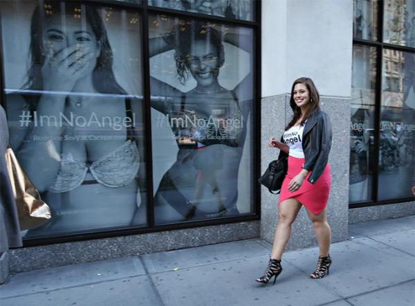 6. Nhà hoạt động xã hội đấu tranh cho bình đẳng giới và quan niệm mới về hình thể: Năm 2015, cô từng tạo nên chiến dịch #CurvesinBikinis để đòi quyền lợi cho những người mẫu ngoại cỡ xuất hiện trên Sports Illustrated Swimsuit Issue. Cũng năm đó, cô tham gia hai chiến dịch quan trọng khác là #ImNoAngel và #PlusIsEqual, gây tiếng vang và sức ảnh hưởng lớn.