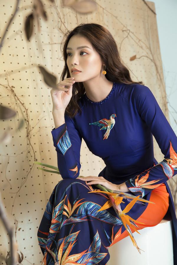 Bộ ảnh được thực hiện với sự hỗ trợ của nhiếp ảnh Lê Thiện Viễn, stylist Huỳnh Nuu, người mẫu Thanh Thảo.