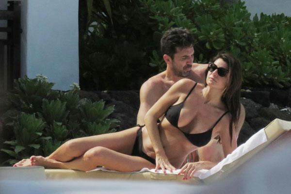 Buffon và bạn gái hơn 40 tuổi cùng nhau tận hưởng kỳ nghỉ giữa mùa giải ở hòn đảo Mauritius ngập tràn nắng ấm từ đầu tuần.