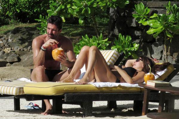 Vào ngày 28/1 tới, thủ môn người Italy đón sinh nhật tuổi 40. Siêu sao kỳ cựu thảnh thơi tắm nắng bên người tình. Có vẻ hai hai đi nghỉ riêng, không đưa các con đi cùng.