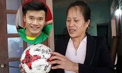 Thầy Park khuyên bố mẹ Tiến Dũng không đi Trung Quốc cổ vũ U23