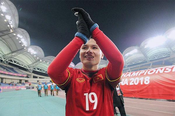 ... chính là người hùng Quang Hải. Tiền vệ chưa tròn 21 tuổi đang là cầu thủ ghi nhiều bàn thắng nhất cho U23 Việt Nam với 4 bàn thắng.