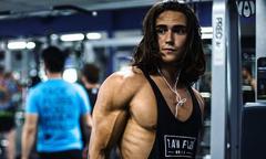 Chàng trai vượt lên mặc cảm dị tật để thành hot boy phòng gym