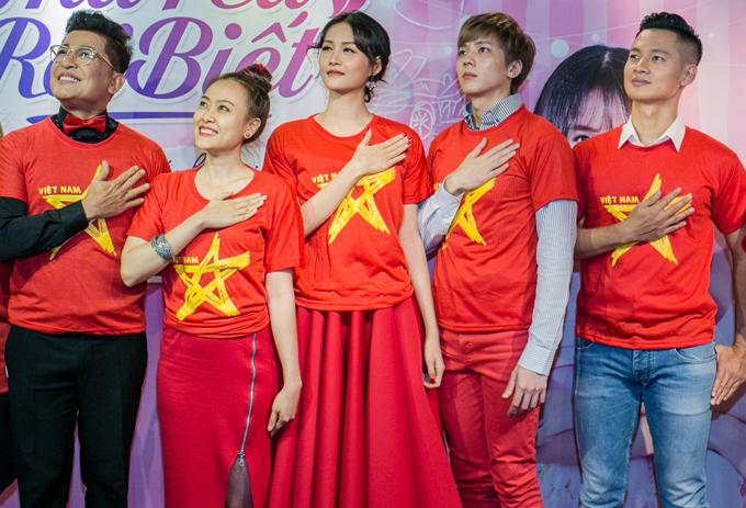 Tất cả đều hướng về đội tuyển Việt Nam và chúc cho các cầu thủ nước nhà tiếp tục lập kỳ tích, đánh bại U23 Uzebekistan để lên ngôi vô địch châu Á.