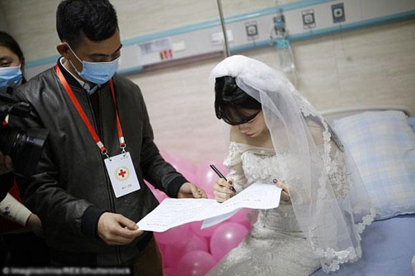 Yang được ký vào giấy kết hôn với chính mình.