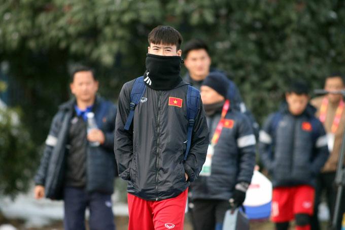 Thời tiết lạnh kèm tuyết là điều kiện rất hiếm gặp với cầu thủ Việt Nam.