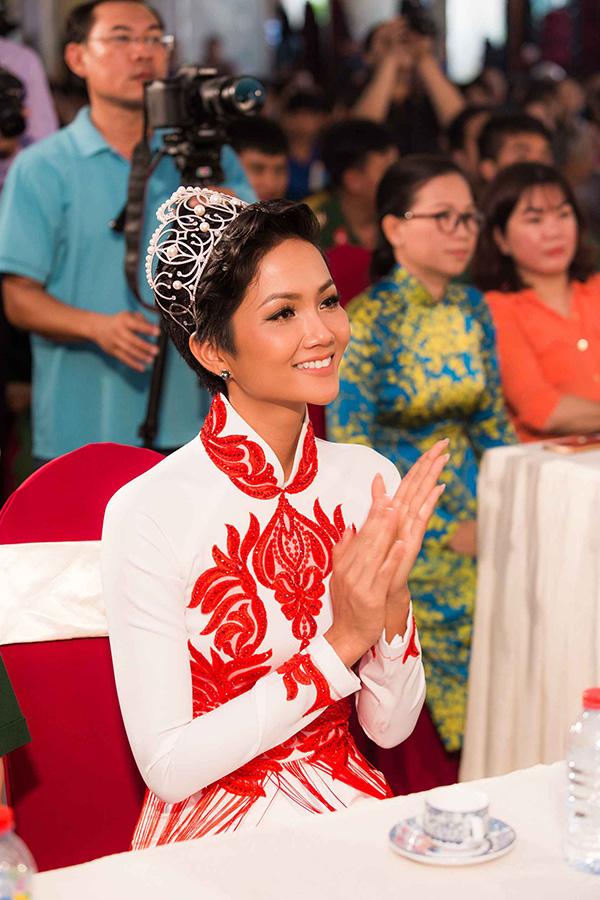 Hoa hậu HHen Niê hội ngộ siêu mẫu Hồ Đức Vĩnh - 1