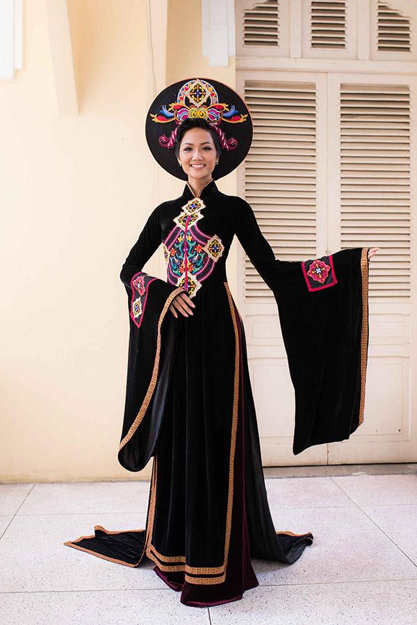Hoa hậu HHen Niê hội ngộ siêu mẫu Hồ Đức Vĩnh - 5