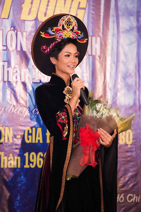 Hoa hậu HHen Niê hội ngộ siêu mẫu Hồ Đức Vĩnh - 8