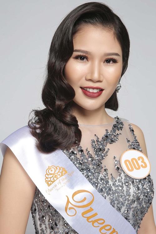 Thí sinh Vũ Quế Anh (số báo danh 003, Hà Nội) là chủ thương hiệu QSpa - có đam mê và nhiệt huyết với ngành làm đẹp. Đến với cuộc thi Queen of the Spa 2018, cô đặt mục tiêu giành được giải thưởng cao nhất - danh hiệu Nữ hoàng. Cám ơn chương trình đã cho tôi có cơ hội tiếp cận và học hỏi về ngành làm đẹp của Hàn Quốc và giao lưu, hợp tác với bạn bè quốc tế.