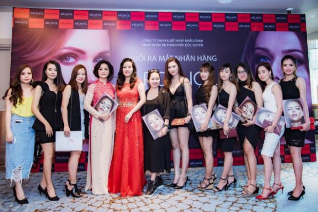 Đông đảo khách mời có mặt tại sự kiện là hoa khôi, doanh nhân, người mẫu và bạn trẻ yêu mến sản phẩm Arcancil.