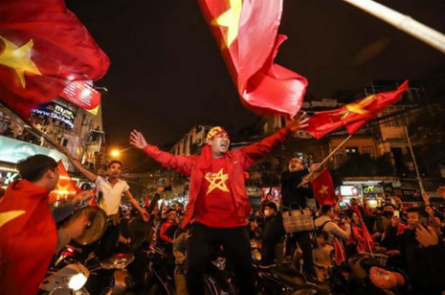 Cổ động viên được chiêu đãi bia miễn phí nếu U23 Việt Nam vô địch