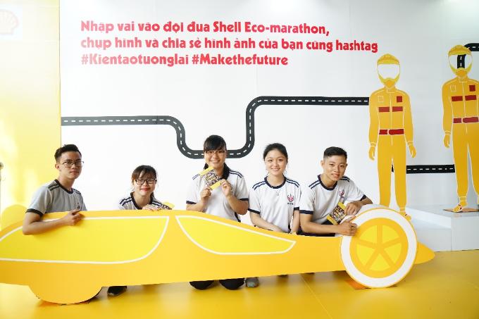 Ngày 20/1 vừa qua, Shell Việt Nam tổ chức ngày hội Shell - Kiến tạo tương lai với các trò chơi công nghệ hấp dẫn, tại trường Đại học Sư phạm kỹ thuật TP HCM. Đây là hoạt động nhằm khởi động cho cuộc thi Shell Eco-marathon 2018 (Cuộc thi chế tạo xe tiết kiệm nhiên liệu) tại Singapore vào tháng 3 tới. Thông qua các trò chơi thú vị và bổ ích về vấn đề an toàn giao thông, tạo năng lượng, Shell khuyến khích sự sáng tạo cũng như giúp các bạn trẻ có cơ hội vừa học vừa chơi để hiểu rõ hơn các vấn đề năng lượng toàn cầu.