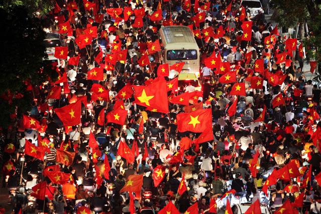 Biển cờ đỏ sao vàng sau chiến tích liên tiếp của Việt Nam tại U23 châu Á.