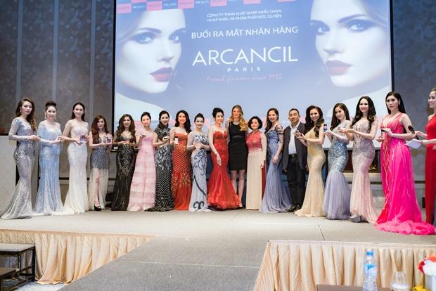 Sản phẩm của Arcancil gồm: các gam màu sành điệu từ son nước, son bóng đến son không phai; những hộp phấn nền khiến da mịn màng; kẻ mắt mascara không thấm nước màu đen cho đôi lông mi vừa dày, vừa dài.