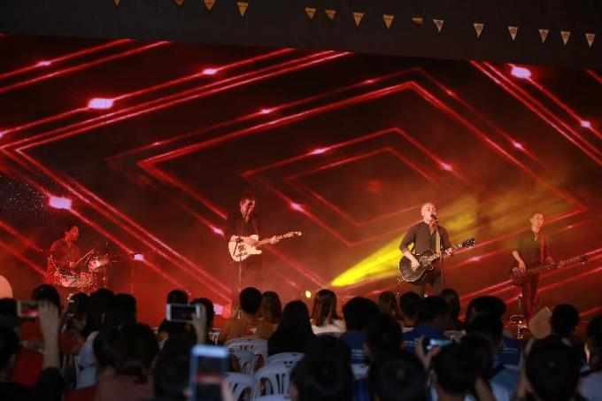 Tại sự kiện, những người tham gia còn được thưởng thức chương trình ca nhạc. Trong ảnh, ban nhạc The Lost Art trình diễn những ca khúc sôi động.