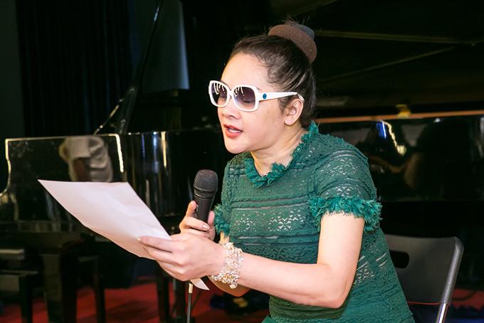 Sau buổi họp báo chiều 23/1, Như Quỳnh lao vào tập luyện cho liveshow riêng diễn ra tại Hà Nội.Mặc dù chưa quen với sự chênh lệch múi giờ, thời tiết sau khi về nước nhưng nữ ca sĩ luôn thể hiện sự sung sức, hứng khởi trong các buổi tập.