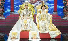 Cẩm Ly, Mr. Đàm mặc trang phục lộng lẫy đóng vai Thiên Hậu và Ngọc Hoàng