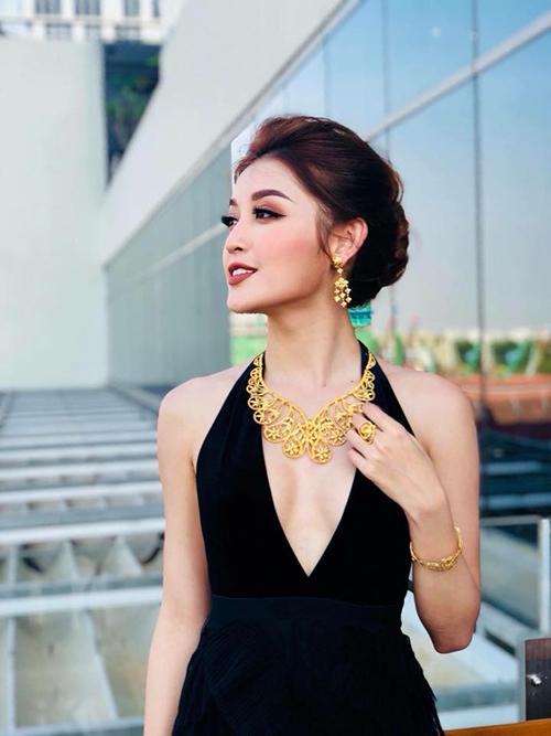 Á hậu Huyền My quyến rũ, thu hút trong bộ ảnh quảng cáo thực hiện ở Myanmar.
