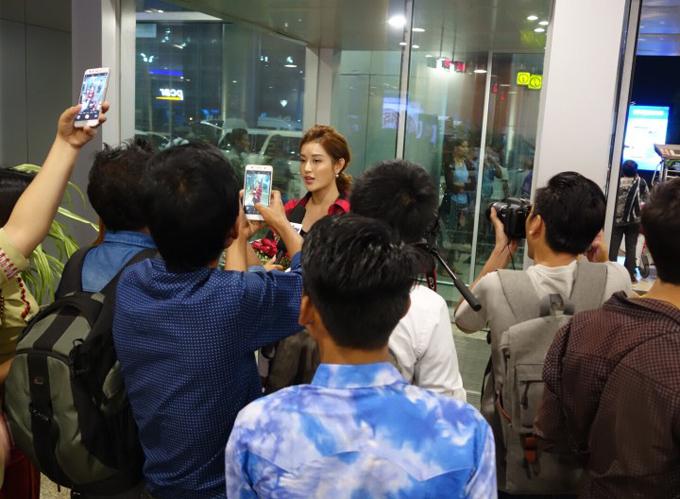 Á hậu Huyền My chụp hình quảng cáo tại Myanmar - 1