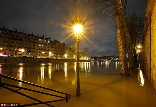 Ngoài Paris, các khu vực khác ở phía bắc và đông Pháp cũng có nguy cơ bị ngập.