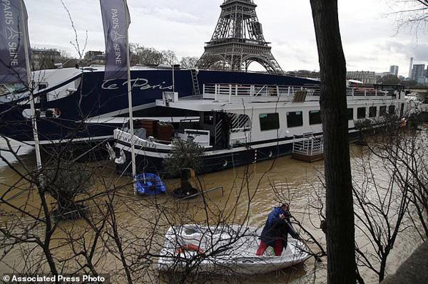 Hiện, 13 cơ quan chính quyền trên khắp cả nước Pháp đang trong diện báo động, có khả năng bị nước mưa bao phủ do mưa lớn vẫn đang tiếp tục diễn ra ở nhiều khu vực trên cả nước.