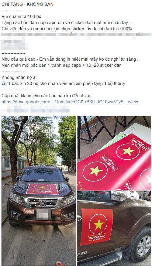 Một chủ xưởng in tranh tại Hà Nộiphát miễn phí hàng trămbộ khẩu hiệu để cổ vũ đội tuyển nước nhà.