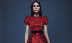 Quán quân Next Top Kim Dung biến hoá với sắc đỏ rực rỡ