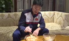 Xuân Trường so tài gắp bóng bằng đũa trước trận chung kết U23 châu Á