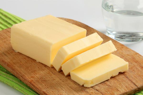 Bơ có chứa nhiều vitamin E, giúp các tế bào dacó sự phòng vệmạnh mẽ, tăng sức đề kháng với ung thư.