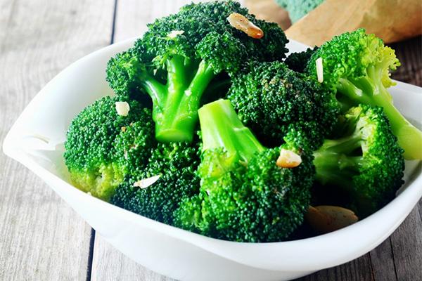 Khi ăn bông cải xanh, cơ thể sẽ sản sinh ra isothiocyanate (ITC), một hợp chất chống ung thư  manh mẽ.ITC đã được chứng minh là giải độc và đào thải tác nhân ung thư, diệt tế bào ung thưvà ngăn ngừa khối u phát triển.