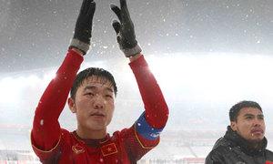 Xuân Trường trả lời bằng tiếng Anh, lo fan Việt đến sân bị lạnh
